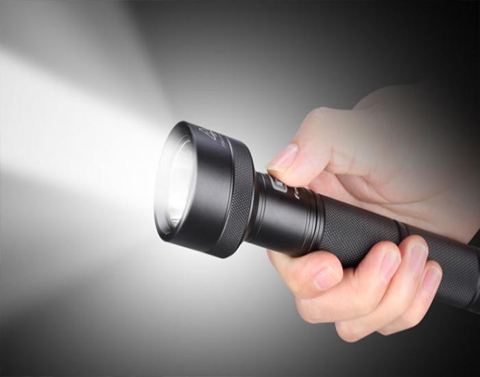 Top 9 đèn pin siêu sáng siêu bền giá tốt nhất 2021
